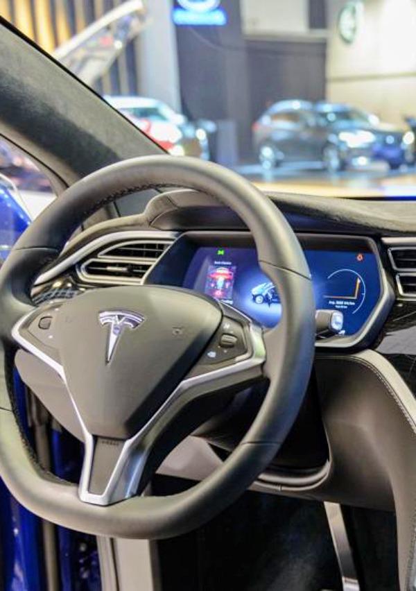 Tesla ya vale 100.000 millones de dólares