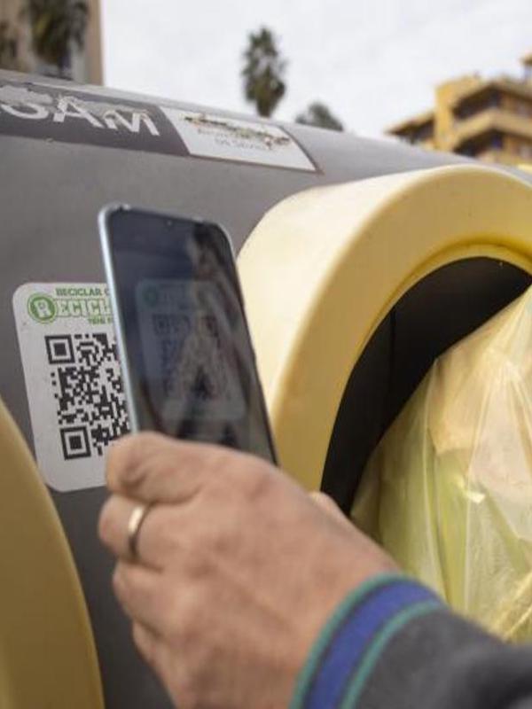 Los contenedores de Huelva exhibirán códigos QR con información para resolver dudas y comunicar incidencias