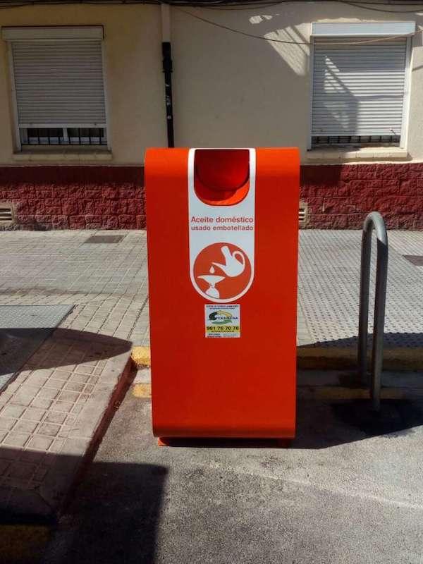 València instalará contenedores para reciclar el aceite doméstico en todos los barrios y pueblos