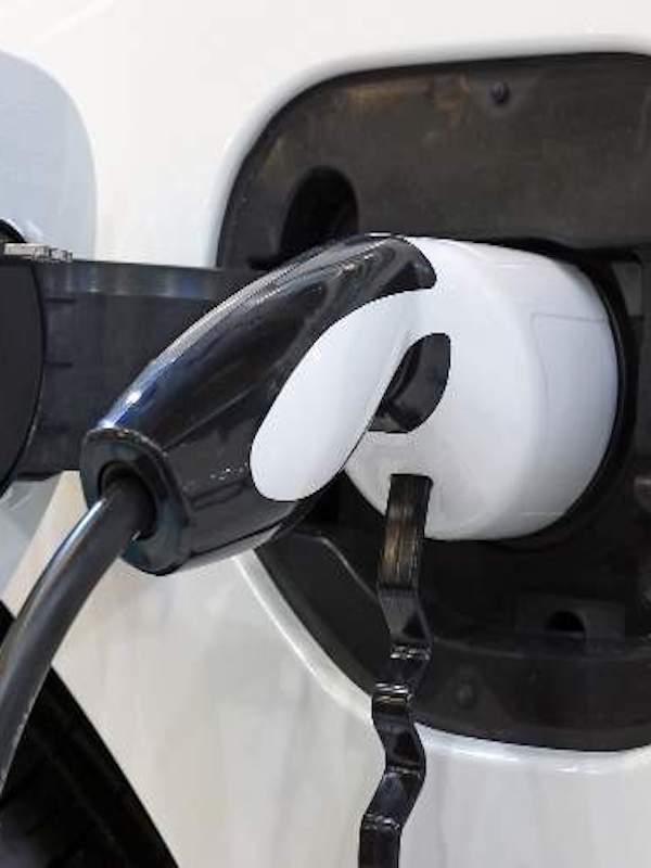 Repsol apuesta fuerte en la implementación de puntos de recarga para el coche eléctrico