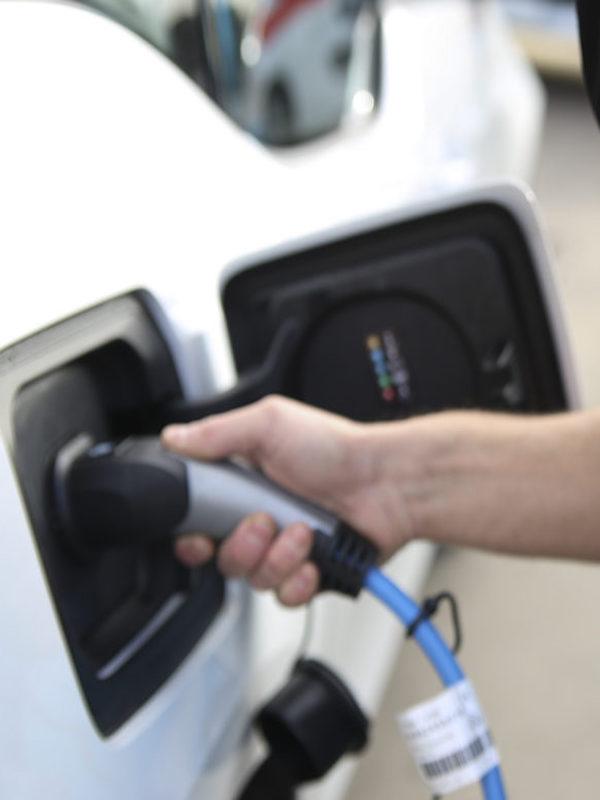 El Puerto de Almería 'implementa' varios puntos de recarga para vehículos eléctricos