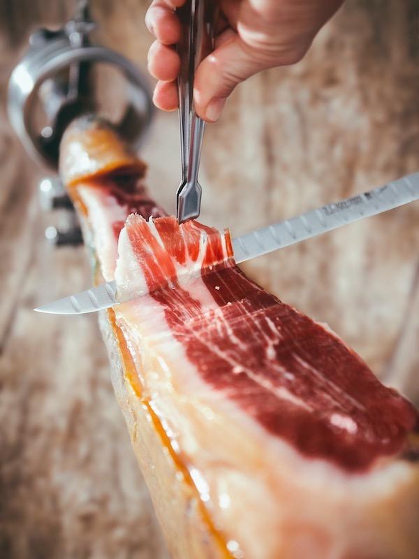Debe y puede revisarse la escala 'Nutri-score' y que valore el carácter saludable del aceite de oliva y el jamón ibérico
