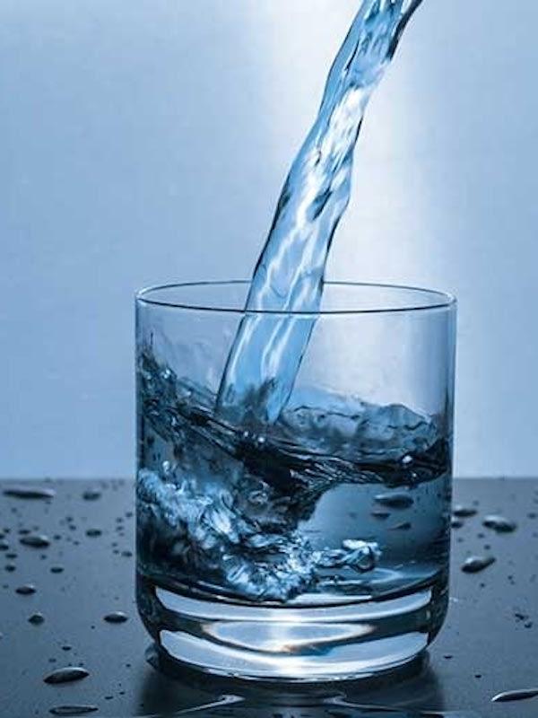 El agua que bebemos juega un papel clave para nuestro sistema inmune