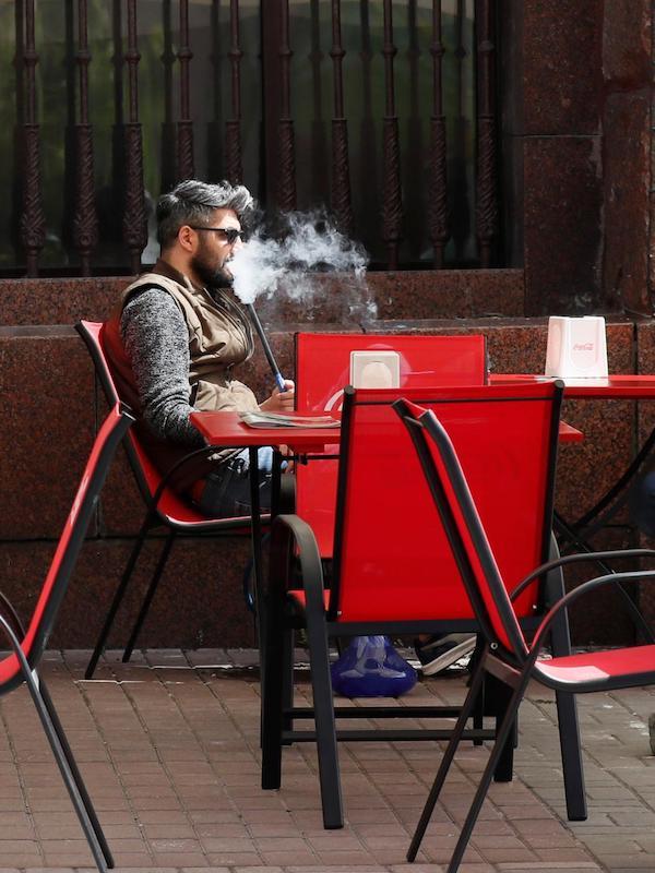 Las terrazas de hostelería 'atiborradas' de nicotina ambiental