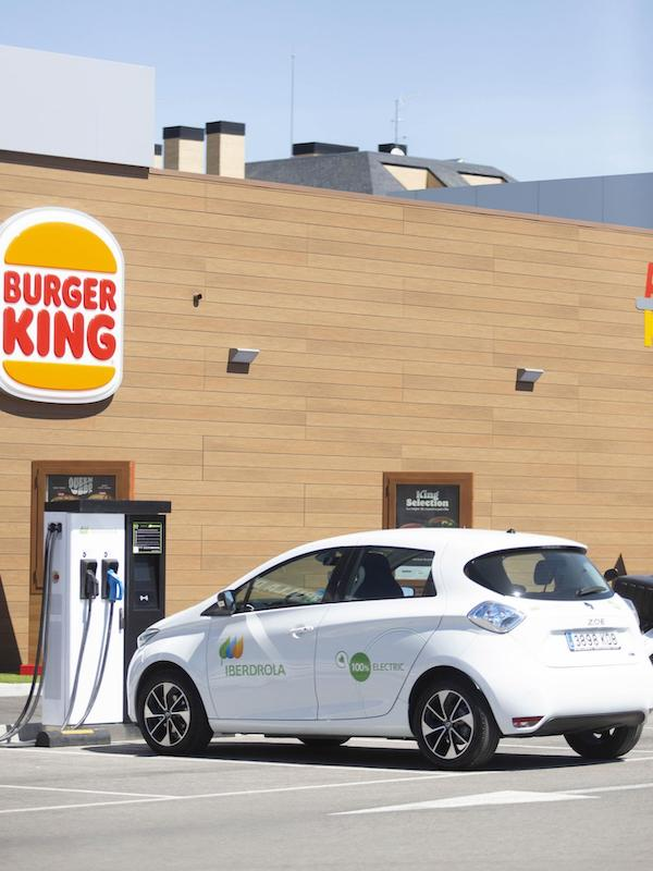 Iberdrola Instalará 400 puntos de carga de vehículos eléctricos en restaurantes del Grupo RB Iberia