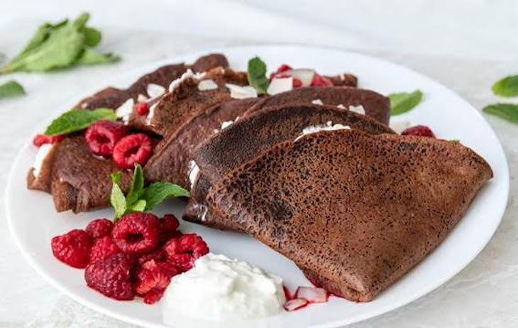 Receta Ecológica recomendada por ECOticias.com: Crepes de espelta y chocolate con requesón y frambuesas