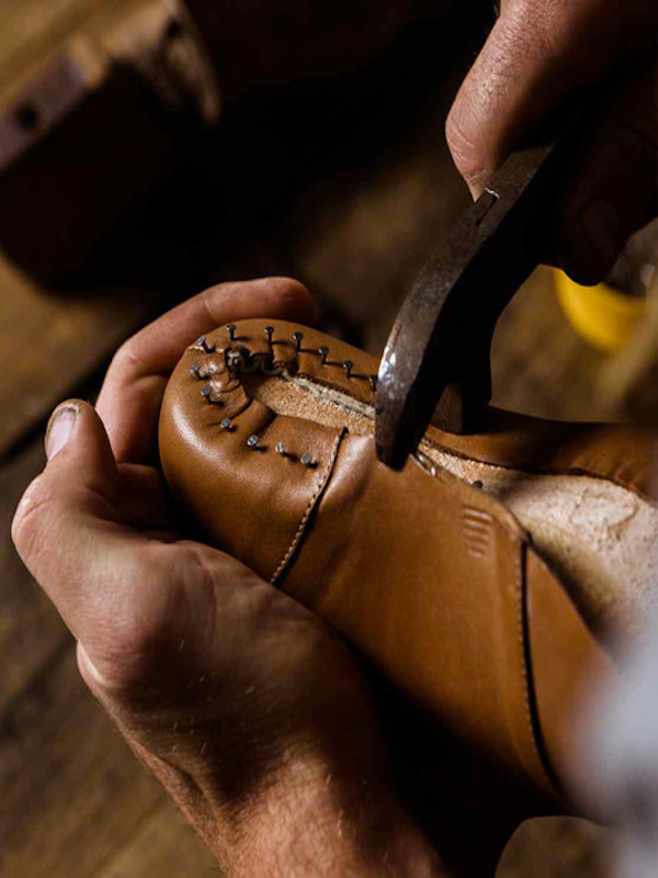 El calzado hecho a mano de Dolfie Paradise rescata la labor de familias artesanas