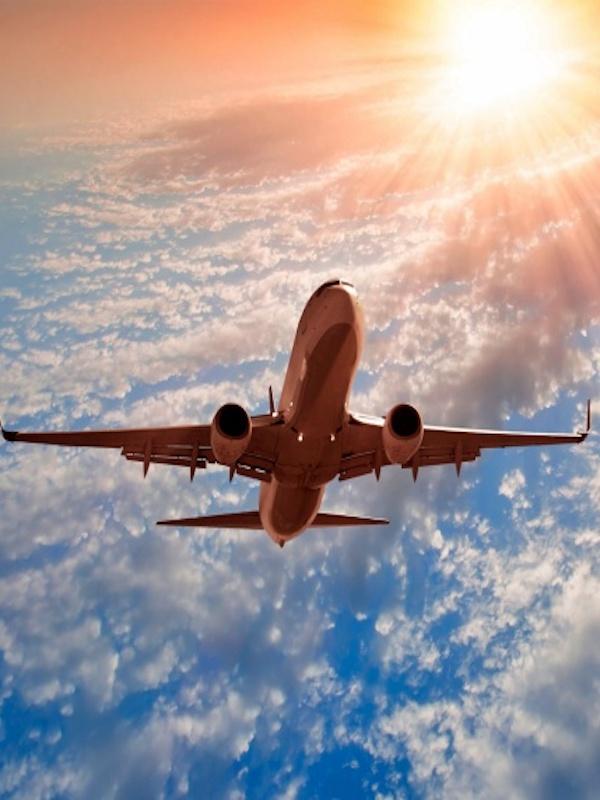 La aviación europea paga por el 30% de sus emisiones de CO2, según T&E, que pide cambios fiscales