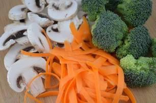 Receta Ecológica recomendada por ECOticias.com: Ensalada cruda de brócoli, zanahorias y champiñones