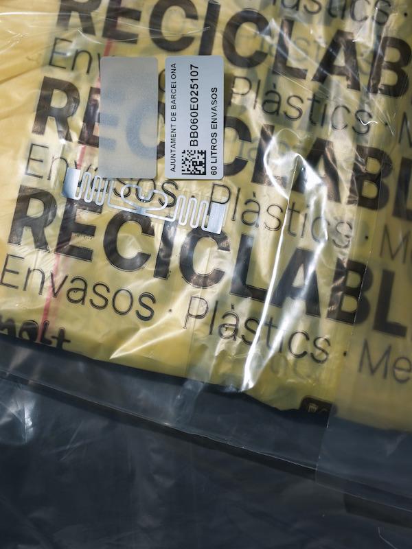 Barcelona arranca el 'Puerta a Puerta' con bolsas de basura con chip