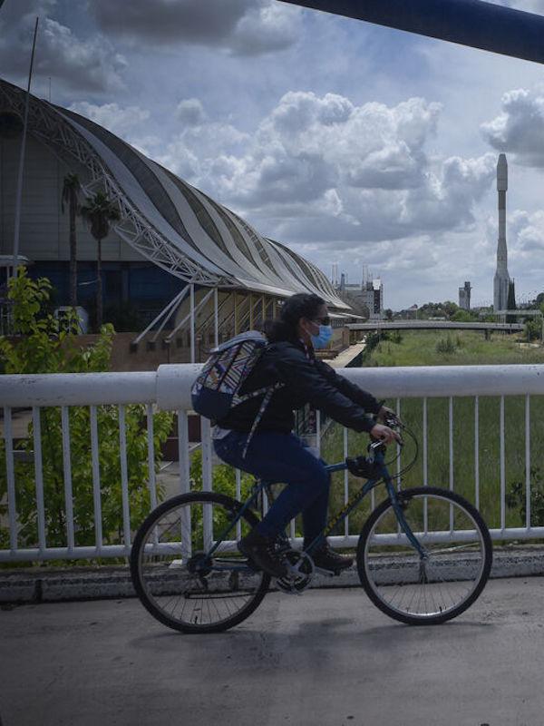 eCitySevilla promueve un proyecto piloto de aparcamiento seguro para bicicletas en el PCT Cartuja