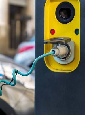 Todas las gasolineras deberán tener puntos de recarga eléctrica rápida