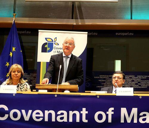 Murcia anima a los alcaldes a potenciar proyectos que permitan mejorar el uso de las energías renovables