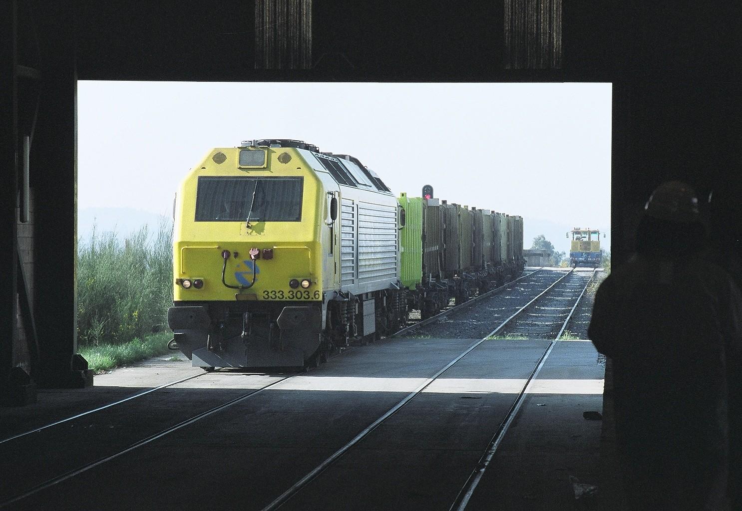 Sogama ya transporta más residuos municipales desde las plantas de transferencia por tren que por carretera