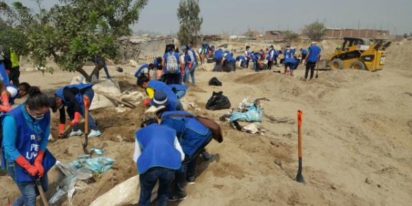 Perú. Más de 500 personas, entre niños y adultos, se beneficiaron con jornada de limpieza en Cajamarquilla