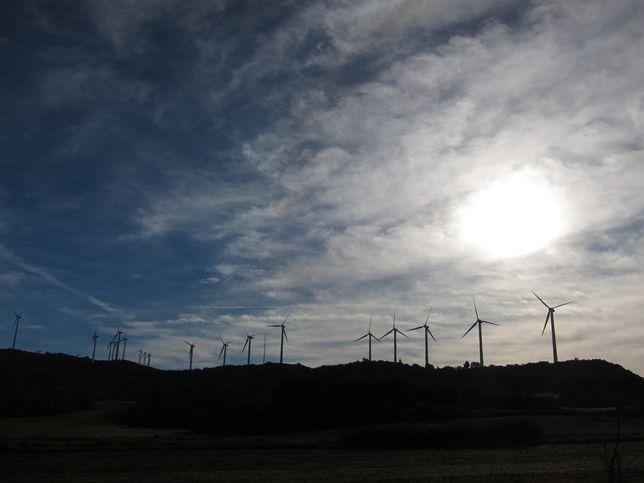 Industria culminará en breve el 'despropósito' de su reforma de las energías renovables