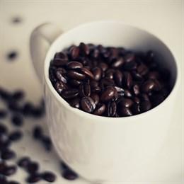 Cuatro tazas diarias de café para tener menos riesgo de morir antes