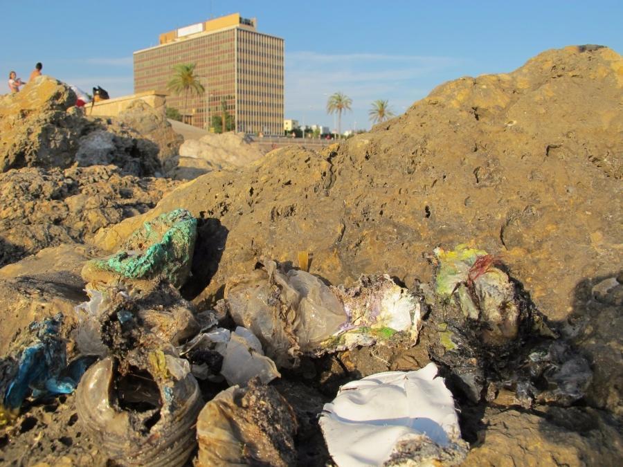 El GOB pide a la fiscalía la apertura de una investigación por el vertido de residuos en el puerto de Palma