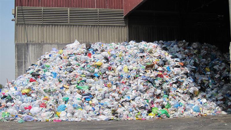 La UE quiere prohibir los plásticos más dañinos
