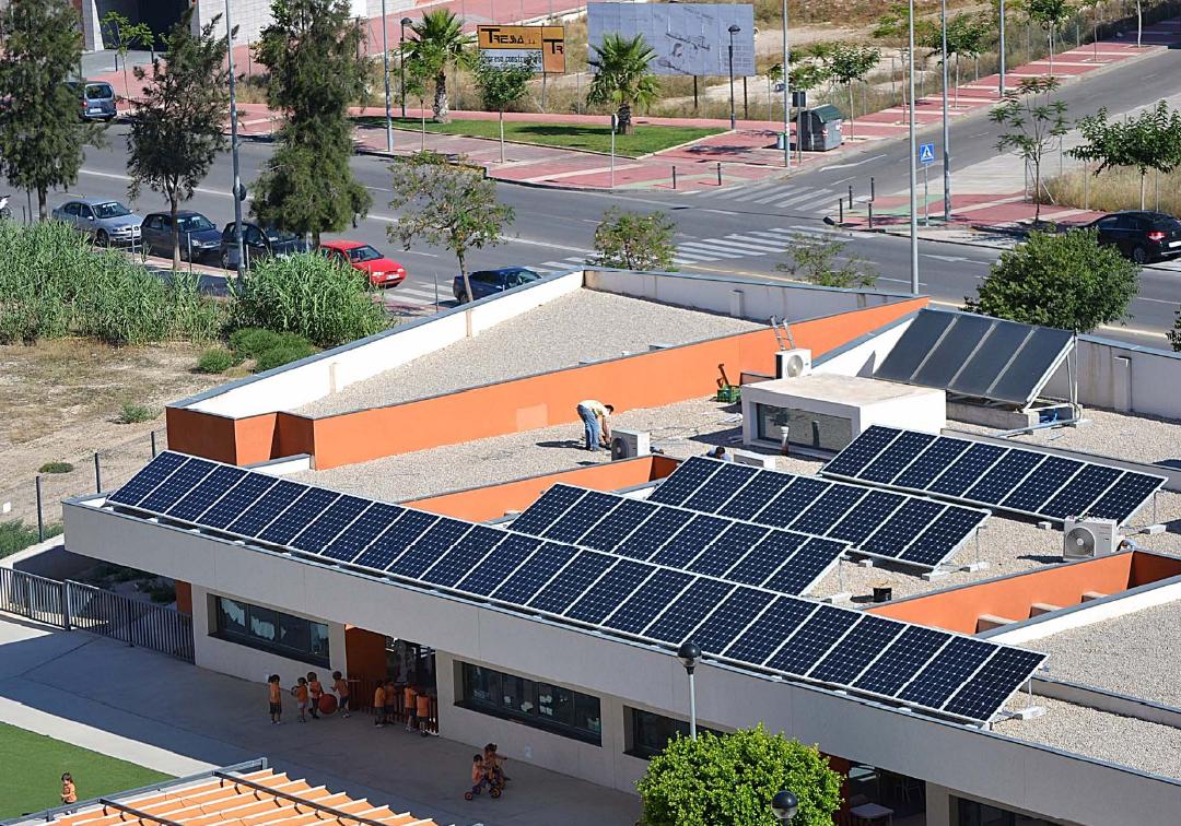 El colegio infantil EMPI contribuye al medioambiente con una instalación fotovoltaica de autoconsumo directo de 10 kW con tecnología de Eurener