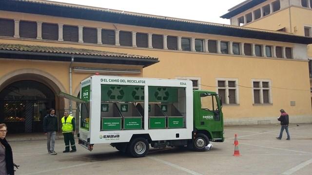 Unas 2.000 personas han depositado residuos especiales en el 'camión del reciclaje' en Palma de Mallorca