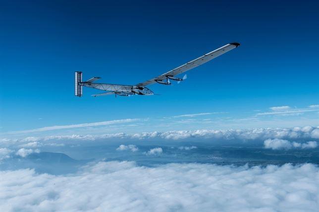 Todo a punto para iniciar la primera vuelta al mundo de un avión solar