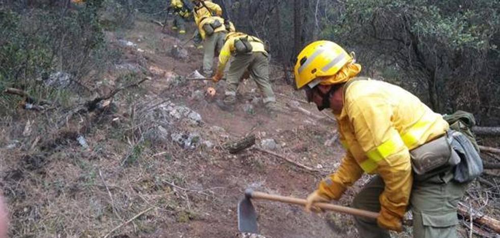 Controlado el incendio forestal de Válor (Granada), donde permanecen nueve bomberos en tareas de vigilancia