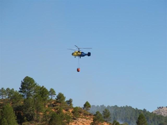 Un total de 14 medios trabajan en la extinción del fuego de Cañamares (Cuenca)