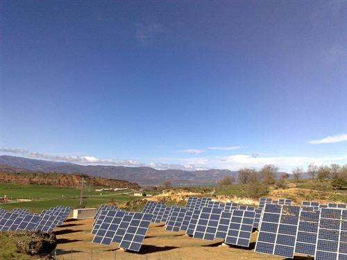 Conectan a la red eléctrica tres plantas fotovoltaicas de Isona i Conca Dellà (Lleida)