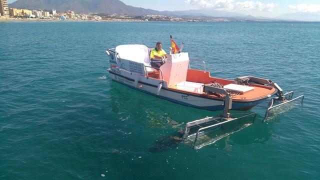 Los barcos de limpieza litoral de la Mancomunidad Occidental recogen 12,6 toneladas de residuos durante el verano
