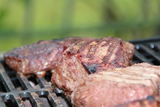 Moderar el consumo de carne y preparar recetas sencillas, claves para una dieta saludable en verano