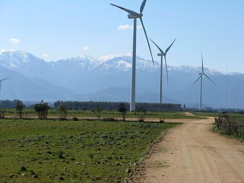 CEOE-Tenerife considera un 'duro golpe' para la inversión la paralización de las primas a las energías renovables