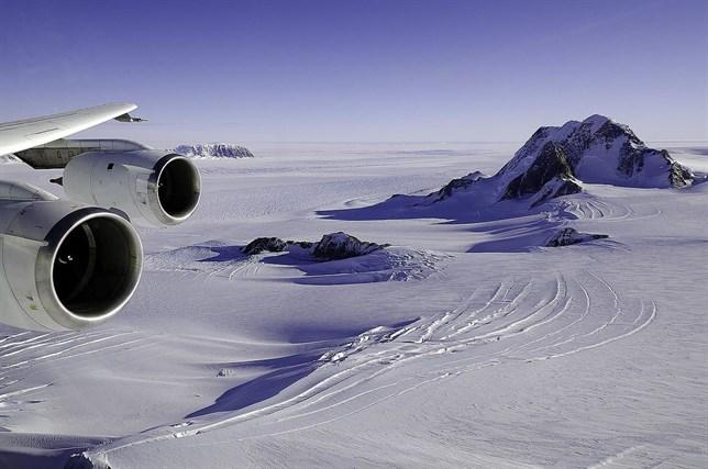 El agua fluye a través de la Antártida