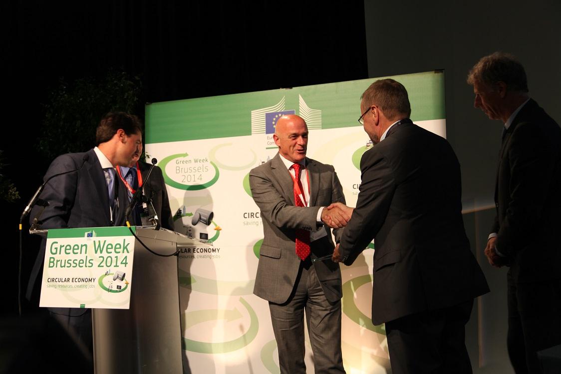 El proyecto Ecovitrum' para la gestión integral de residuos de aparatos eléctricos y electrónicos  triunfa en Europa recibiendo el  premio 'Best of the Best 2013'