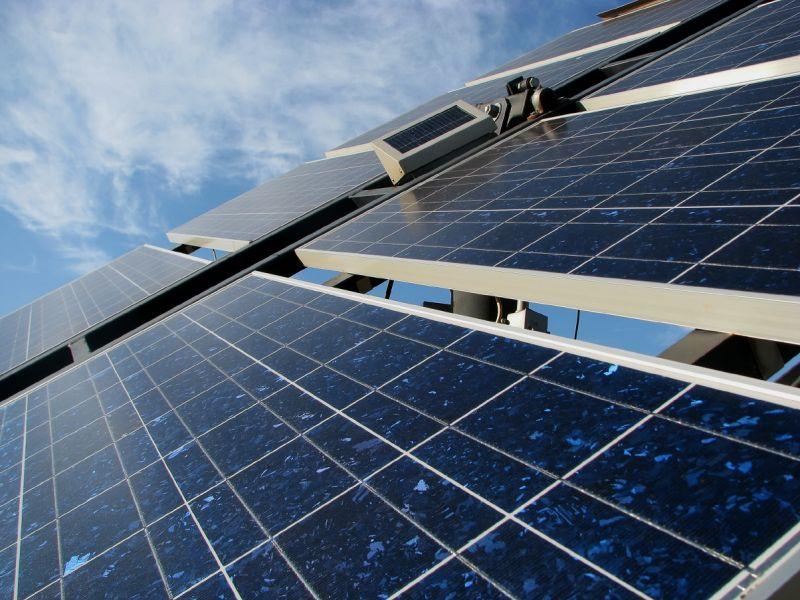 Sebastián sostiene que el recorte a la fotovoltaica ha sido