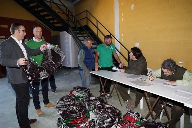 Precintadas unas 600 redes de pescadores de cangrejo rojo de Los Palacios y Las Cabezas (Sevilla)