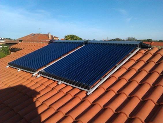 Cada turista genera 14 kg de CO2 al día en Menorca, la energía solar es el 'antídoto' perfecto