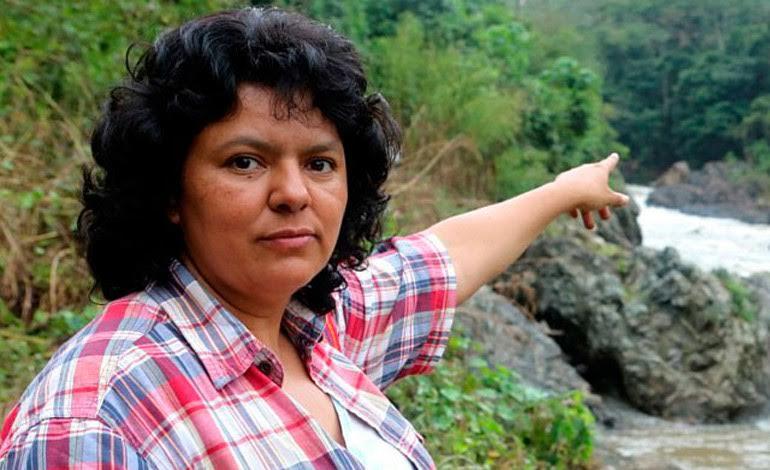 Berta Cáceres, activista ambiental hondureña asesinada hace un año, premiada por Greenpeace