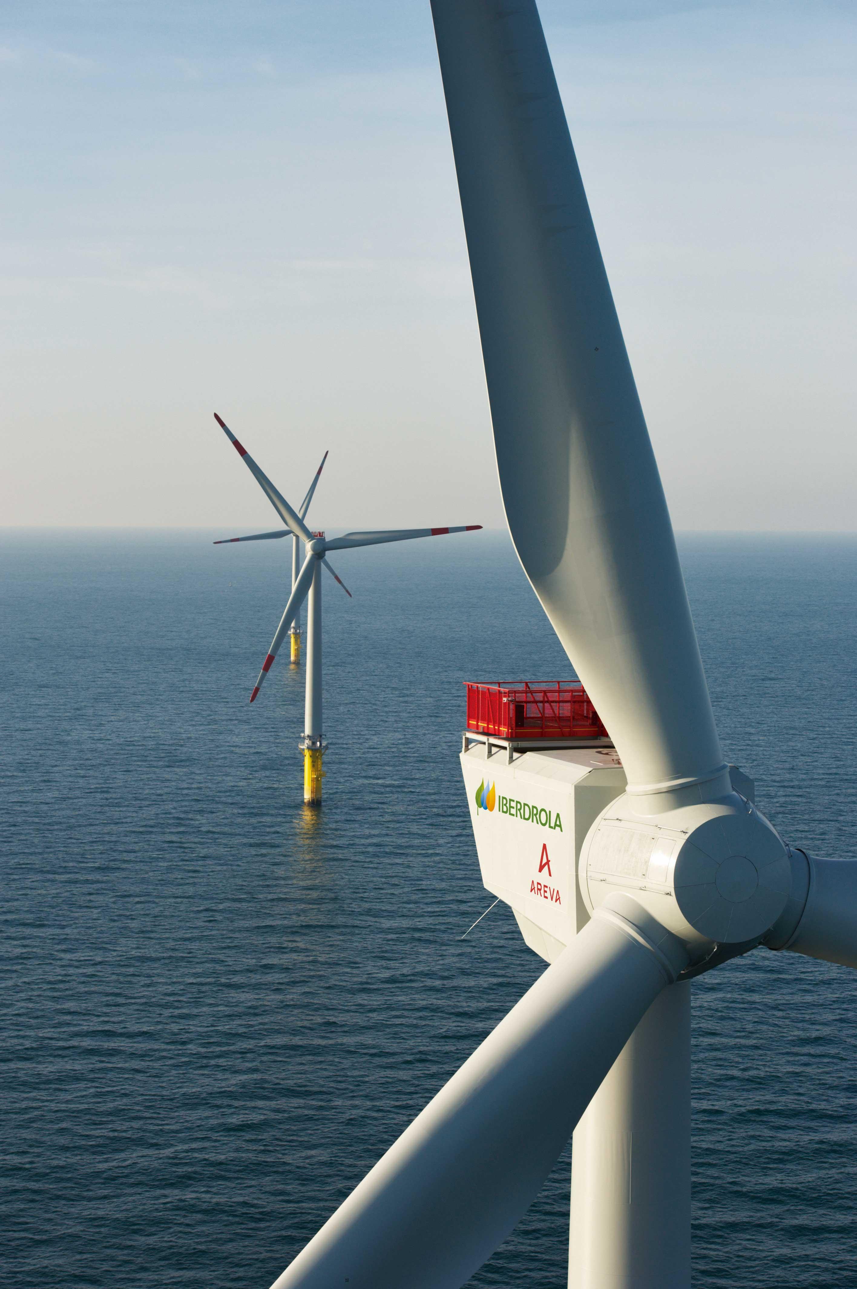 IBERDROLA conecta a la red sus primeros aerogeneradores marinos en el parque de west of duddon sands