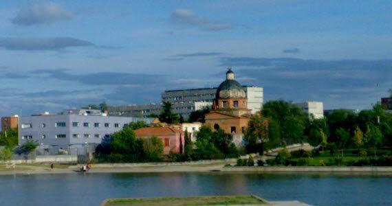 El Ayuntamiento de Madrid transformará la antigua 'Iglesia rota' de Pradolongo en un centro comunitario medioambiental