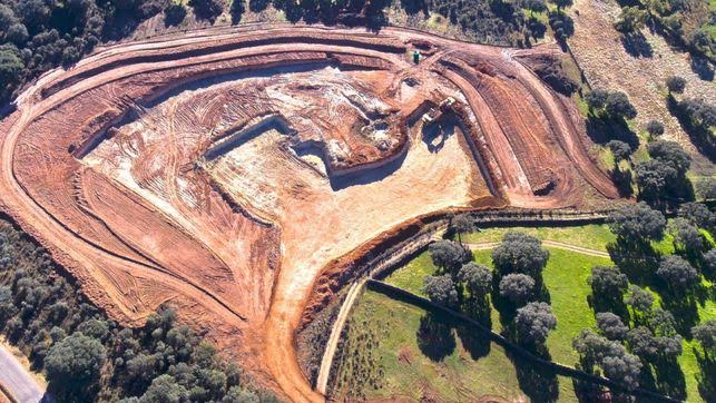 Medio Ambiente y Urbanismo suspende durante medio año los plazos para resolver la solicitud de la mina de Retortillo