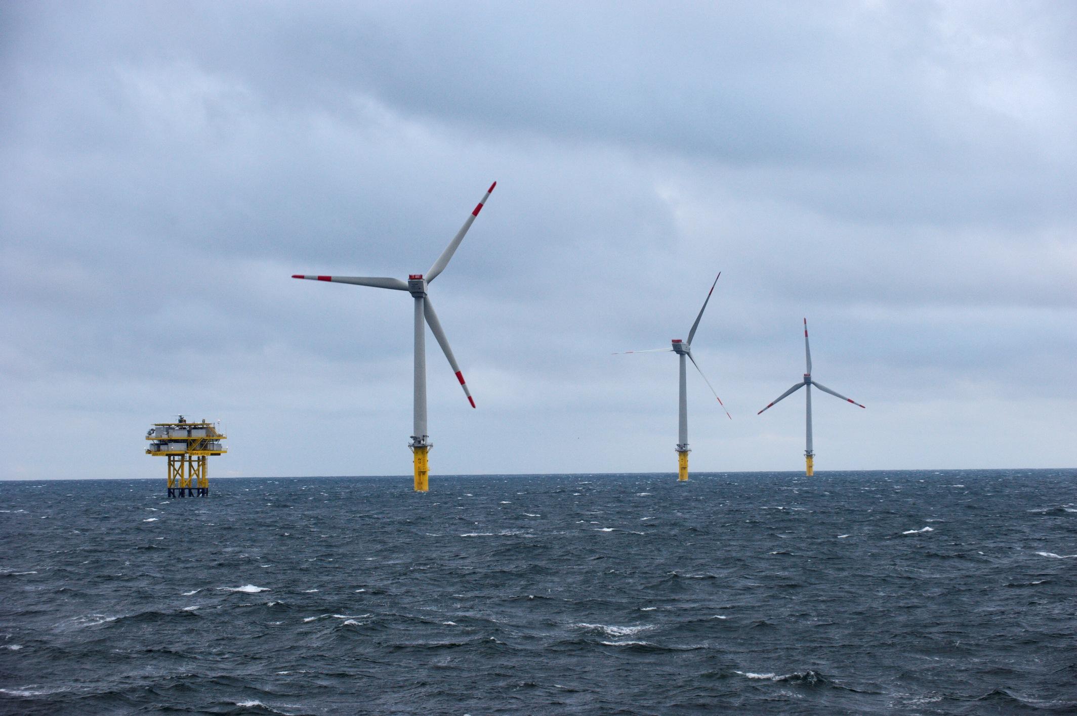 Hochtief (ACS) vende su negocio de construcción eólica marina