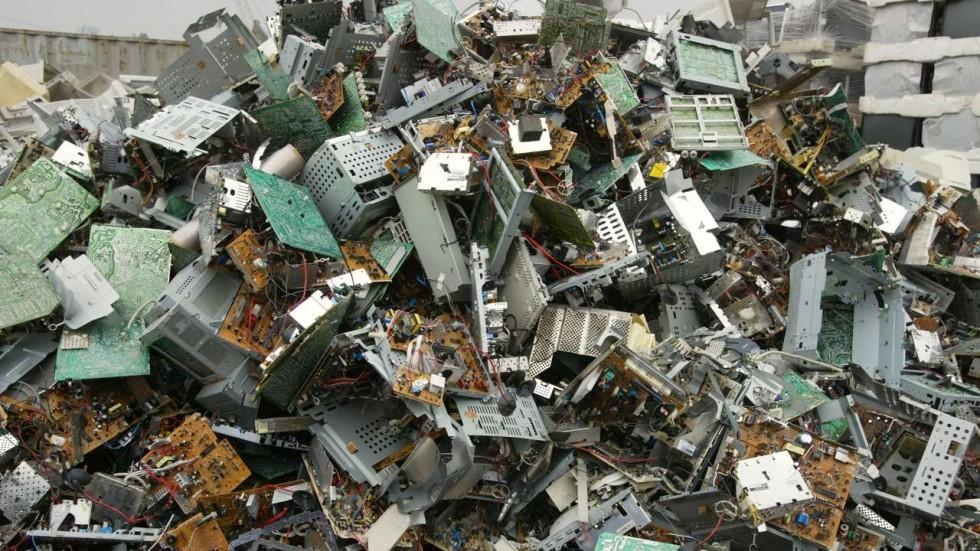 Innovador método para reciclar basura electrónica, pulverizándola