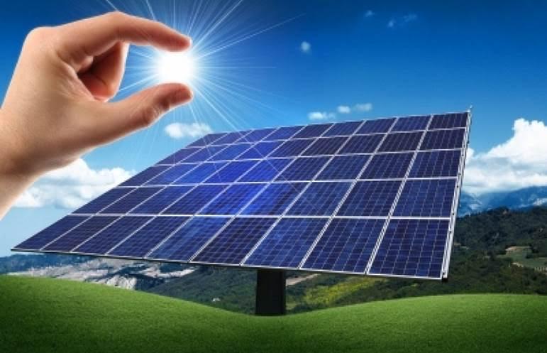 ¿La ciudadanía tiene derecho a beneficiarse de la energía renovable procedente del sol 'gratuitamente'?