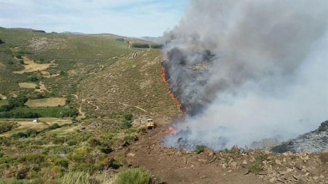 Baja a nivel 1 el incendio de Navarredonda