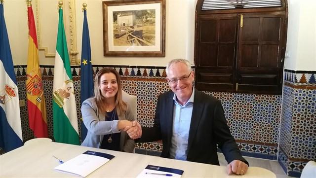 El Ayuntamiento de Alcalá y Sunshine Latin firman un protocolo para instalar una gran planta fotovoltaica