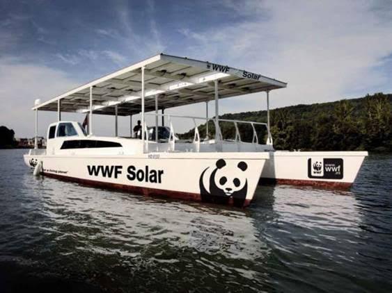 El barco solar de WWF atraca en el puerto de Valencia