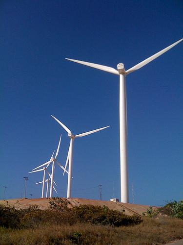 Martín dice que la energía eólica es una oportunidad para el desarrollo de las zonas rurales de Cantabria