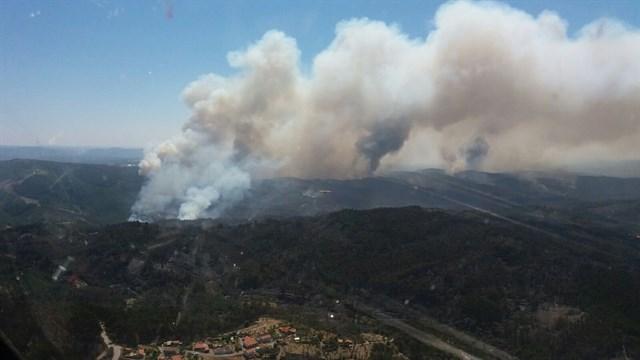 El Gobierno ha enviado este miércoles otros 4 aviones al incendio de Sertá en Portugal