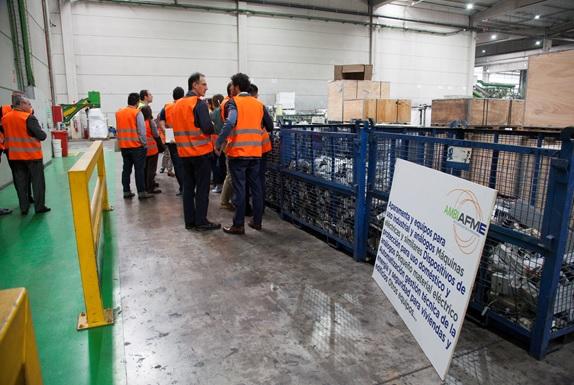 Productores de AMBILAMP y AMBIAFME visitan la planta de reciclaje de RAEEs de Recybérica Ambiental